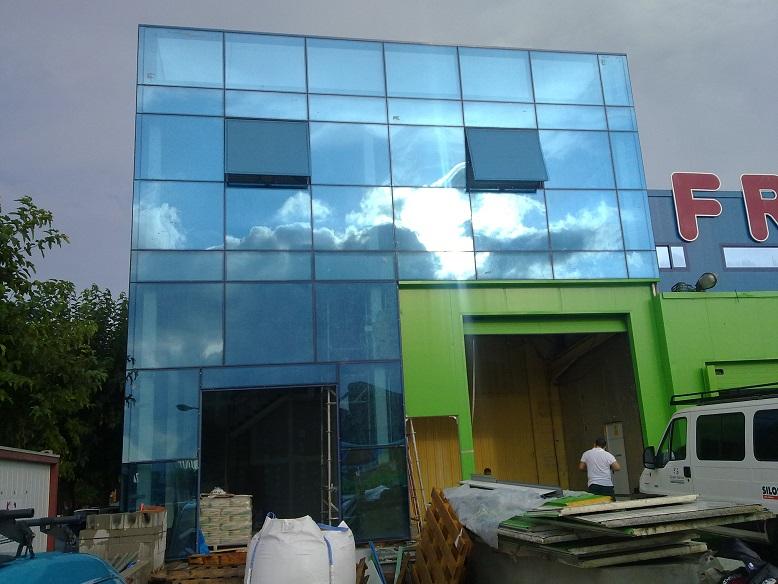 Muro cortina vidrio fachadas ventiladas de vidrio for Fachadas de cristal